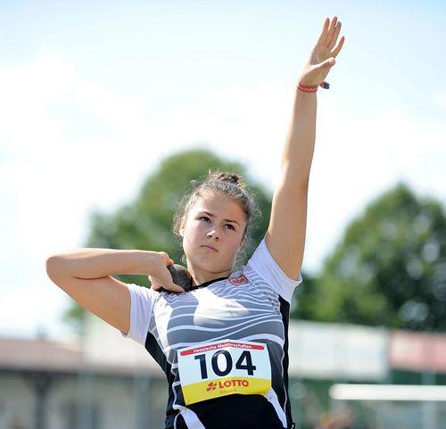 HM U18 (weiblich): Okuku mit 200-Meter-Knaller, Jana Becker dominiert die 800 Meter, Doppel-Gold über die Kurzhürden und Steingens stark mit der Kugel