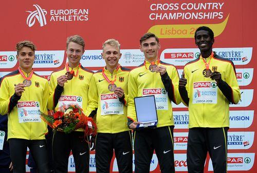 Aaron Bienefeld führt deutsche Mannschaft bei der Crosslauf-EM in Lissabon/POR zu Team-Bronze bei den Junioren