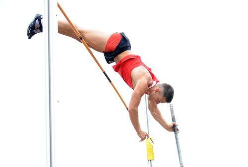 Stabhochspringer kämpfen in Wehrheim mit dem Wind. Gordon Porsch steigt mit 5,11 Metern in die Freiluftsaison ein. Sarah Vogel meldet sich mit 3,71 Metern im Wettkampfgeschehen zurück