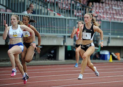Antonia Dellert auf dem Weg zur U20-WM nach Nairobi - auch Sprint-Kollegin Holly Okuku (U18) richtig schnell unterwegs