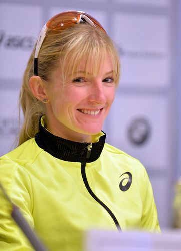 Katharina Heinig kämpft sich durch - unter 2:30 Stunden in Frankfurt