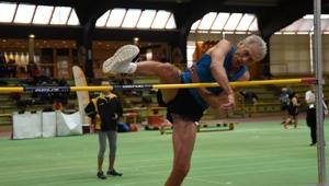 Straddle-Altmeister Thomas Zacharias springt in Stadtallendorf deutsche M70-Bestleistung